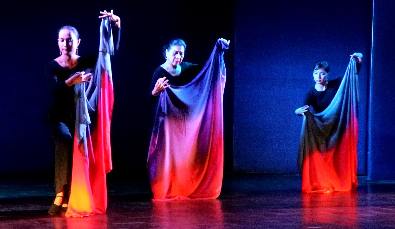 Mutya ng Pasig, a pangalay choreography, as performed in New Delhi on 22 June 2016 at the Nehru Memorial Museum and Library.